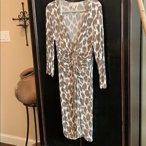 MICHAEL KORS print dress w/deep V & 3/4 sleeves